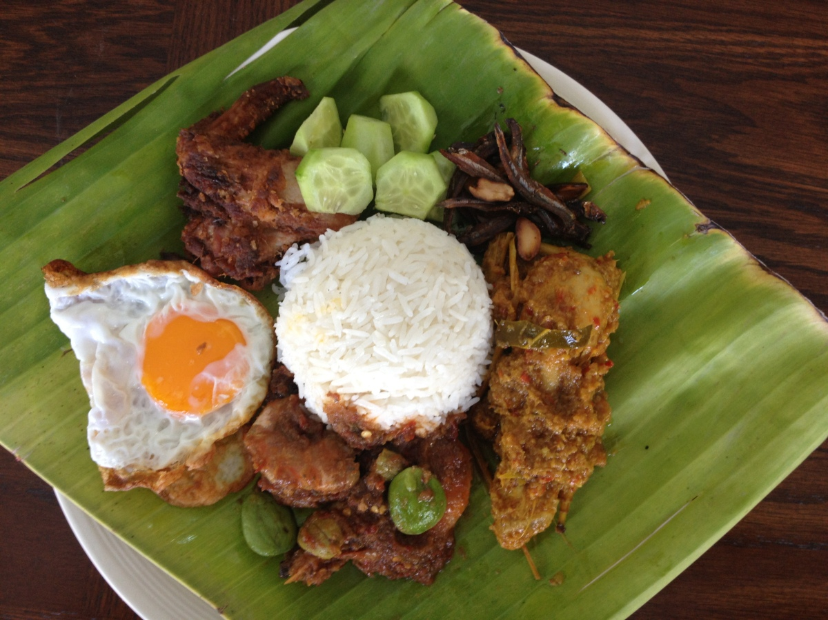 history of malaysian food Food and famous dishes in malaysia eating out is very common in malaysiathe biggest part of the population seldom cooks at home the main reason is that eating out is generally cheaper than buying ingredients at the supermarket and cooking your own dishes.